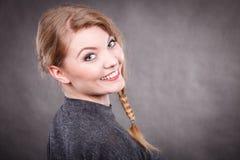 Portrait joyeux heureux de femme Images stock