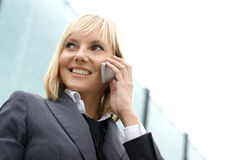 Portrait Junge blond am Telefon Stockfotos