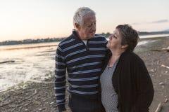 Portrait of loving senior couple at the beach Royalty Free Stock Photos