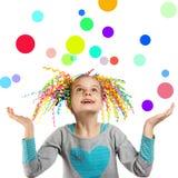 Portrait lumineux d'une petite fille heureuse photographie stock libre de droits