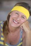 Portrait mûr actif de femme d'ajustement décontracté heureux Image libre de droits