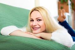 Portrait magnifique de jeune femme images stock
