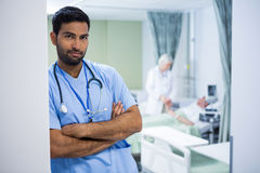 Portrait of male surgeon leaning at the entrance of ward Royalty Free Stock Images