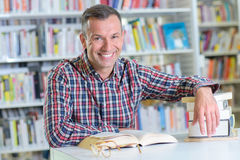 Portrait man in library Royalty Free Stock Photos