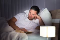 Portrait of a man reading book Royalty Free Stock Photography