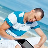 Portrait of man using tablet computer Royalty Free Stock Photos