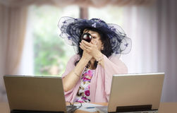 Portrait of mature actress applying compact powder Royalty Free Stock Photos