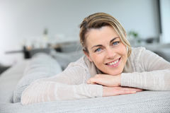 Portrait of mature woamn relaxing on sofa Royalty Free Stock Photos
