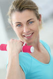 Portrait of mature woman lifting dumbbells Royalty Free Stock Photography