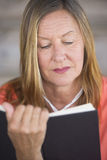 Portrait mature woman reading book Royalty Free Stock Photos
