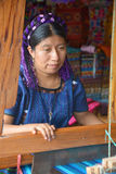 Portrait of a Mayan woman weaving a tissus Stock Photography
