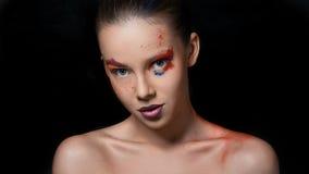 Portrait merveilleux de girl's avec le plein maquillage coloré Photographie stock