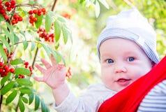 Portrait mignon de plan rapproché d'enfant en bas âge Photos libres de droits