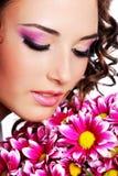 Portrait mit Chrysantheme Lizenzfreies Stockbild