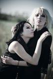 Portrait mit zwei goth Frauen stockfotos