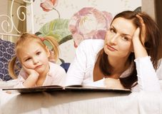 Portrait of mother and daughter at home Royalty Free Stock Photos