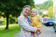 Portrait of mother and daughter outdoors Royalty Free Stock Photos