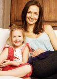 Portrait of mother and daughter sitting on sofa Royalty Free Stock Photos