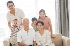 Portrait multi asiatique de famille de générations image libre de droits