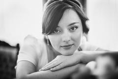 Portrait noir et blanc de belle jeune mariée Images stock