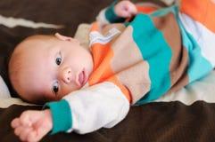 Portrait nouveau-né de bébé garçon Images libres de droits
