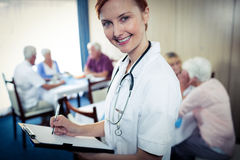 Portrait of a nurse with clipboard Royalty Free Stock Photography