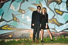 Portrait occasionnel de jeunes couples de hippie Photographie stock