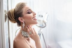 Free Portrait Of An Elegant Lady Wearing Expensive Jewelry Royalty Free Stock Images - 118034469