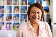 Free Portrait Of Smiling Mature Woman In Home Office By Bookcase Stock Photo - 153638070