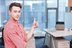 Portrait of office worker shoving thumbs-up Royalty Free Stock Photos