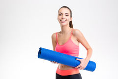 Portrait og smiling happy charming fitness girl with yoga mat Stock Photography