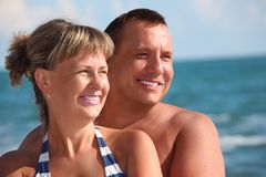 Portrait of pair against sea Royalty Free Stock Image