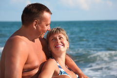 Portrait of pair against sea royalty free stock images