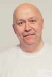 Portrait positif d'homme supérieur avec la moustache chauve Image stock