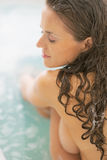 Portrait of relaxed young woman sitting in bathtub Royalty Free Stock Photos