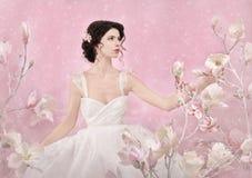 Portrait romantique de jeune mariée Images stock