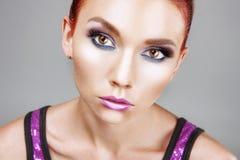 Portrait rouge de femme de beauté de cheveux Images libres de droits