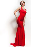 Portrait rouge de robe de femme d'isolement sur le fond blanc Photo libre de droits