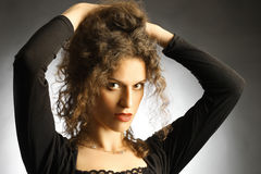 Portrait schöne Frau des eleganten Brunette Stockbild