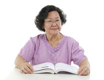 Portrait of Senior adult woman reading book Royalty Free Stock Photos