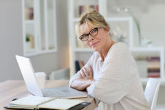 Portrait of senior businesswoman working on laptop Royalty Free Stock Images