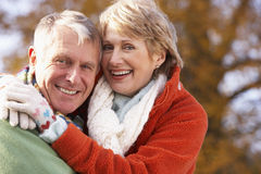 Portrait Of Senior Couple Hugging Royalty Free Stock Photos