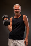 Portrait of a senior man exercising with dumbbell Royalty Free Stock Photos
