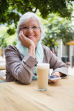 Portrait of senior woman holding mobile phone Royalty Free Stock Photography