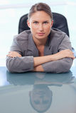 Portrait of a serious businesswoman leaning on her desk Royalty Free Stock Photos