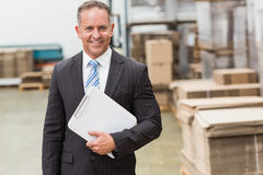 Portrait of a smiling boss holding clipboard Royalty Free Stock Photos