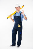 Portrait of a smiling builder standing and showing okay gesture Royalty Free Stock Photos