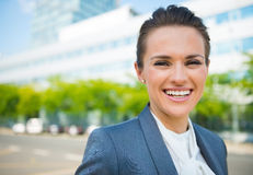 Portrait of smiling business woman in modern office district Royalty Free Stock Photos