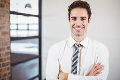 Portrait of smiling businessman with arms crossed Royalty Free Stock Photos