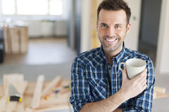 Portrait of smiling carpenter Royalty Free Stock Photos